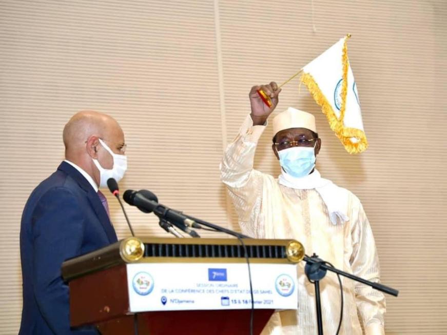 Le chef de l'État Idriss Deby, le 15 février 2021 à N'Djamena lors du sommet du G5 Sahel. © PR