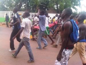 Les centrafricains manifestent contre le nouveau pouvoir. Crédits photos : Hyppolite Donossio via Twitter