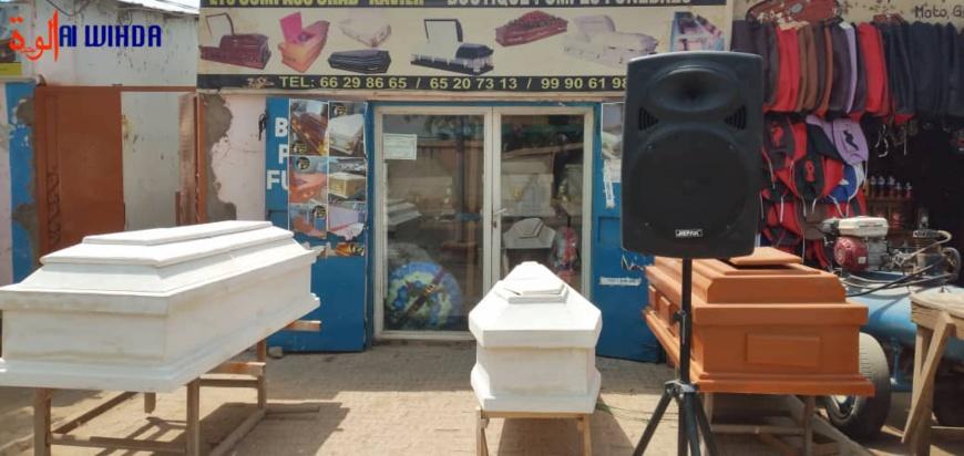 Tchad : diplômé au chômage, Xavier est devenu vendeur de cercueils