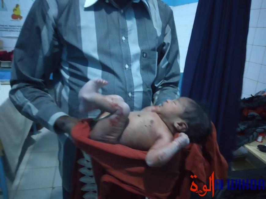 Tchad : jeté dans un trou en brousse, un nouveau-né retrouvé vivant
