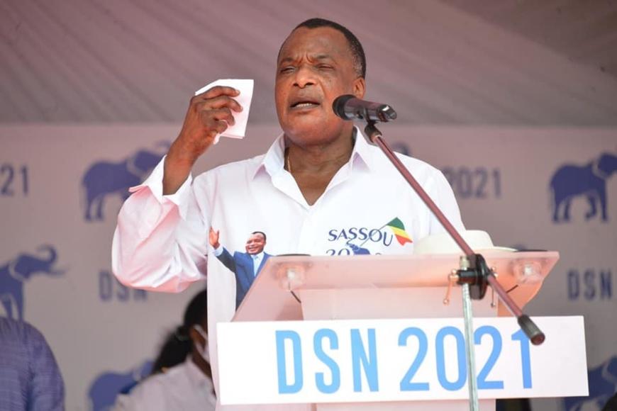 Le candidat Denis Sassou N'Guesso lançant sa campagne à Pointe Noire.