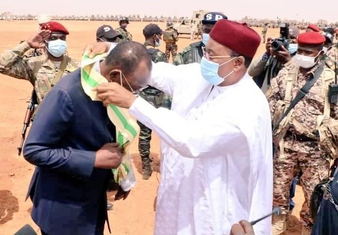 Niger : Idriss Deby élevé à la dignité de Grande Croix de l'Ordre National
