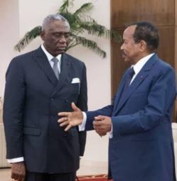 Le président Paul Biya et son plus proche collaborateur, Samuel Mvondo Ayolo.