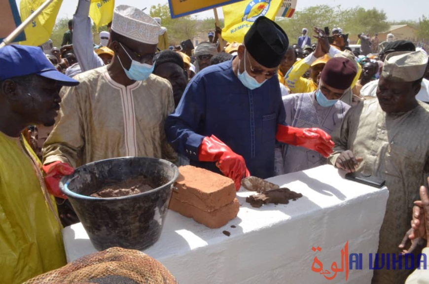 Tchad : pose de la pierre de construction d'un château d'eau à Bitkine