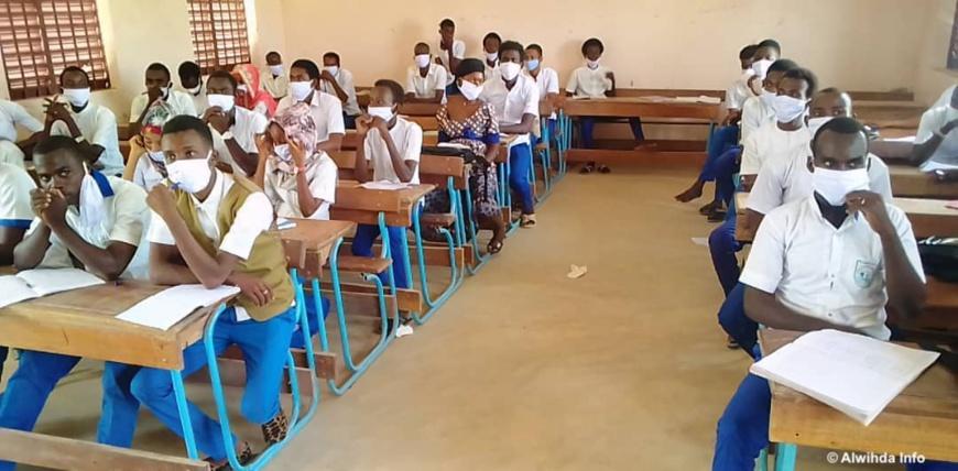Une salle de classe avec des élèves. Illustration © Alwihda Info