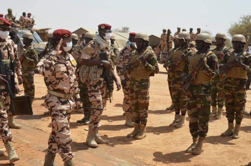 Niger : le président du CMT auprès des soldats tchadiens en opération