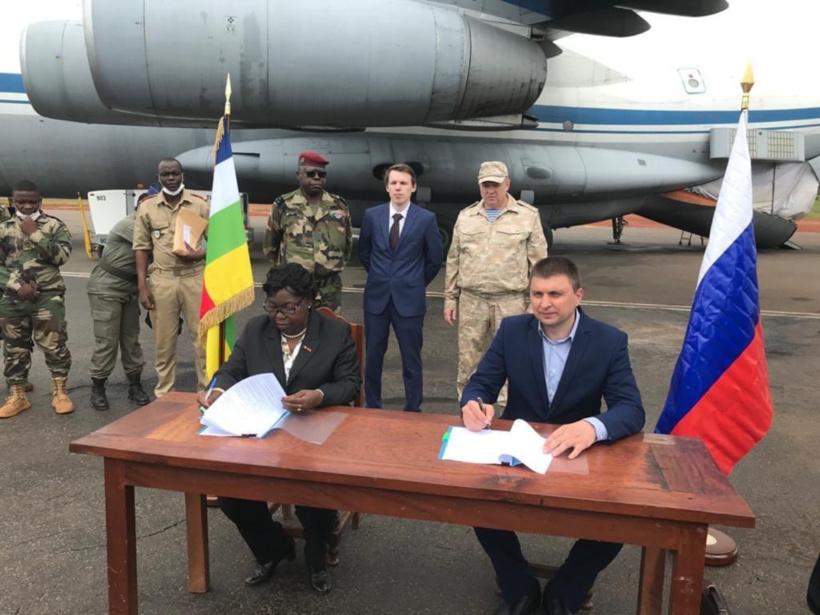 Centrafrique : la Russie livre une cargaison d'armes légères. © Amb.Russie/RCA