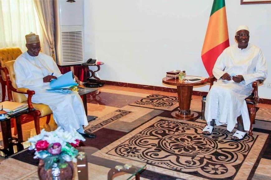Mali : le président de la transition et le premier ministre arrêtés