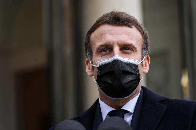 Le président français giflé par un homme