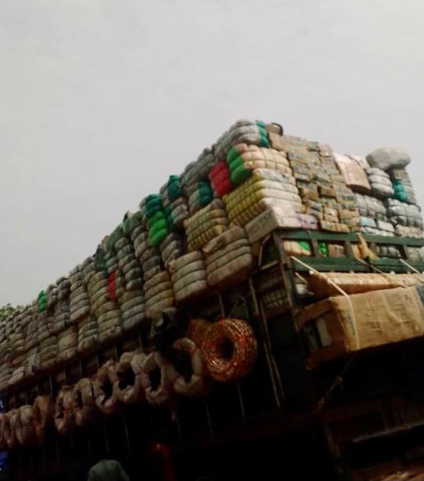 Tchad : le déchargement des marchandises sur la voie publique perturbe à N'Djamena. © Martin Hidgé/Alwihda Info