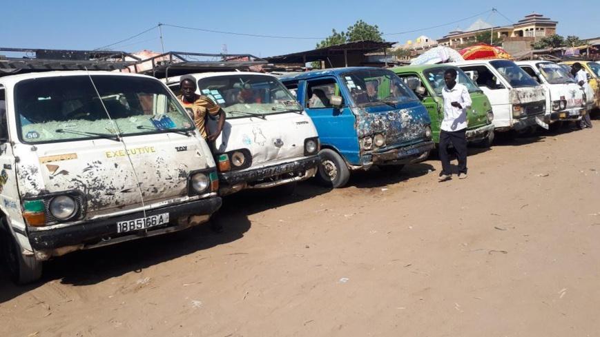 Tchad : Les bus de transport en commun ressemblent à des brouettes motorisées