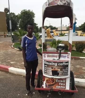 Tchad : jeune de 19 ans, Vangmatna prépare sa rentrée scolaire avec la vente de café