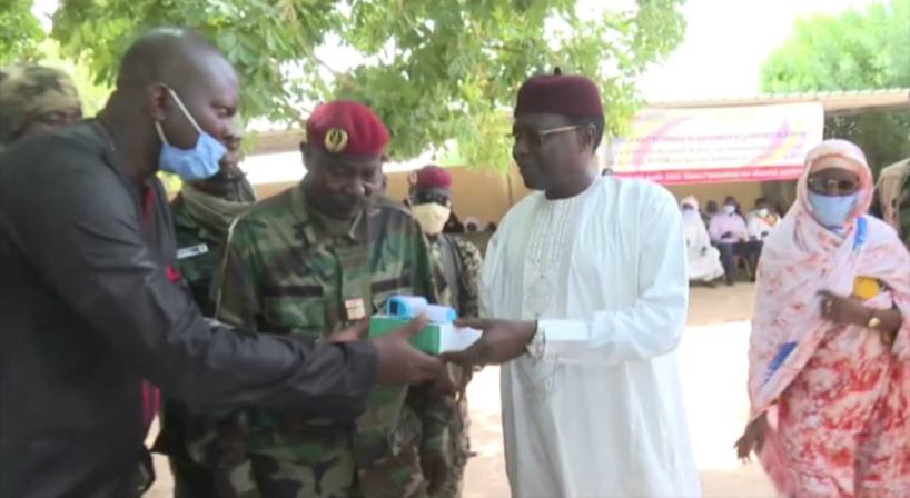 Tchad : la SOTEM remet 74 thermomètres à infrarouge aux structures sanitaires du Borkou
