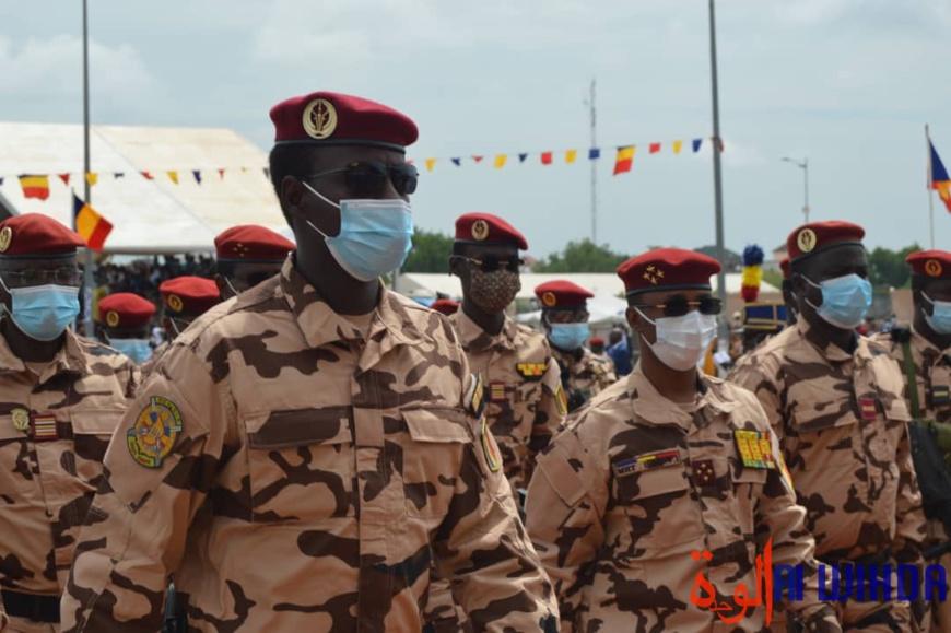 Le président du CMT, le général Mahamat Idriss Deby Itno, entouré de sa garde rapprochée le 11 août 2021 à la Place de la nation de N'Djamena.©Mahamat Issa Gadaya/Alwihda Info