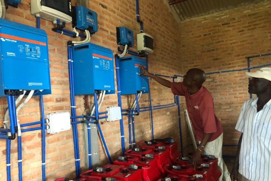 Burundi : une usine de briquettes renforce la cohabitation dans un camp de réfugiés