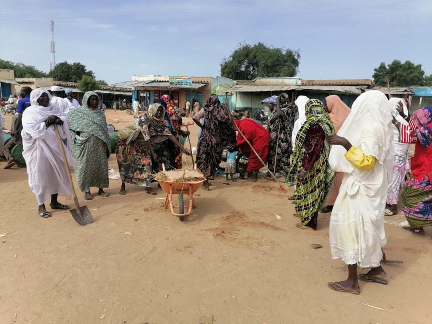 Tchad : les jeunes de Goz Beida en opération de nettoyage dans la ville