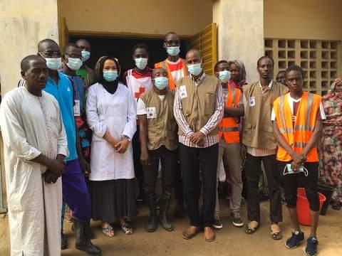 Tchad : des jeunes nettoient bénévolement l'hôpital de la paix de Farcha