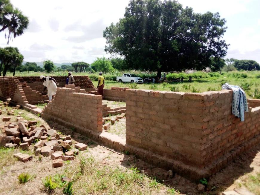 Tchad : au village Zoubli, les parents d'élèves font construire des classes pour la rentrée