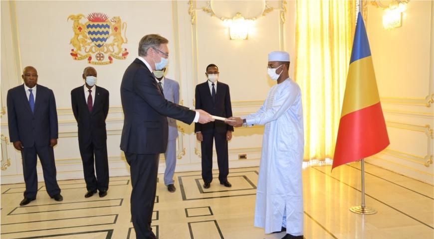 Tchad : 5 nouveaux ambassadeurs présentent leurs lettres de créance à la Présidence. © PR