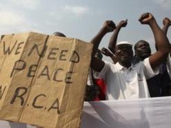 A Bangui, des manifestants réclamaient l'ouverture de négociations entre le pouvoir et la Séléka, samedi 5 janvier. REUTERS/Luc Gnago