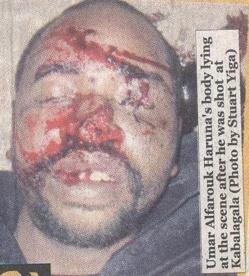 Le corps du tchadien Oumar Alfarouck, abattu par la police ougandaise. Crédit photo : Stuart Yiga.