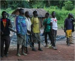 Un groupe d'auto-défense en Centrafrique. Crédit photo : © Diaspora Multimédia & Audiovisuel