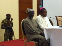 L'imam et l'archevêque de Bangui lors de la conférence de presse ce matin. Crédit photo : @noy_rca
