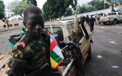 Un enfant soldat de la coalition Séléka à Bangui en Centrafrique le 25 mars 2013. Crédit : SIA KAMBOU / AFP Archives
