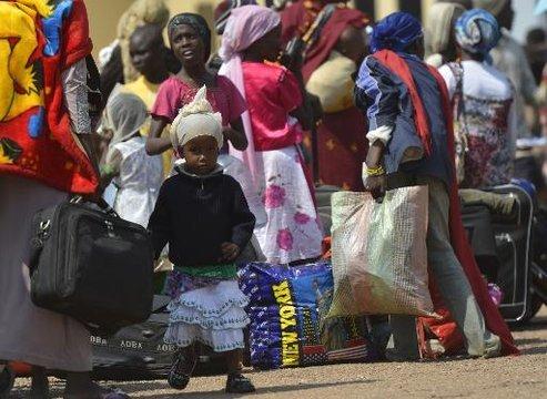 Des Tchadiens à l'aéroport de Bangui, le 25 décembre 2013 PHOTO - AFP - MIGUEL MEDINA