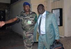 Michel Djotodia, chef du Seleka, est accueilli par le leader de la FOMAC (Force Multinationale d'Afrique Centrale) Jean Felix Akaga à Bangui, le 15 janvier 2013 - AFP
