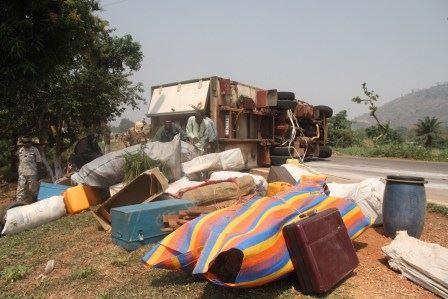 Un camion de l'armée tchadienne se renverse à Bangui. © Diaspora Media