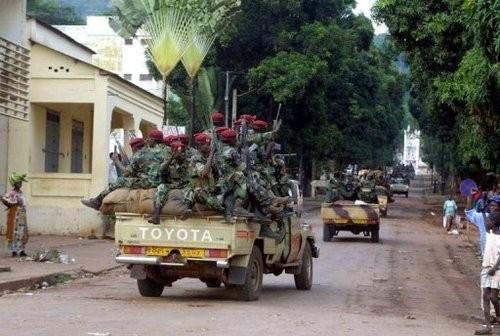 Des soldats tchadiens patrouillent à Bangui.