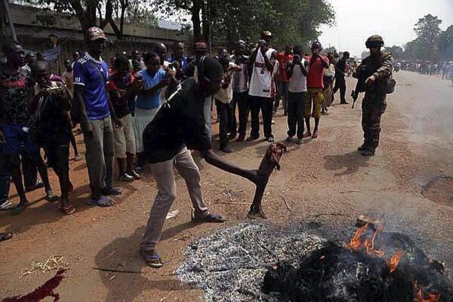 Centrafrique : Les soldats FACA montrent l'exemple, juste après une cérémonie officielle