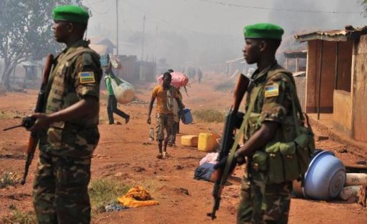 Des soldats rwandais de la Misca en patrouille à Bangui après une attaque de miliciens chrétiens anti-balaka, le 22 janvier 2014 en Centrafrique. Issouf Sanogo  / AFP