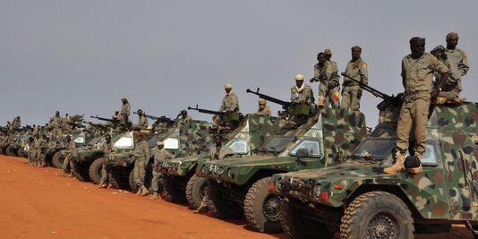 Des soldats tchadiens en route vers le Mali, le 24 janvier. | AFP/BOUREIMA HAMA