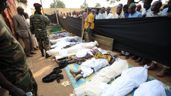 Des cadavres alignés en Centrafrique. Crédit photo : Sources