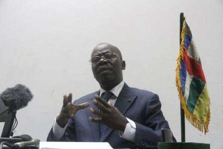 Le Premier ministre André Nzapayeke lors de la conférence de presse. Diaspora Media