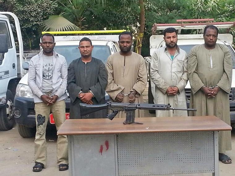 © Alwihda Info. L'image des supposés tchadiens arrêtés en Egypte avec des armes en provenance de la libye