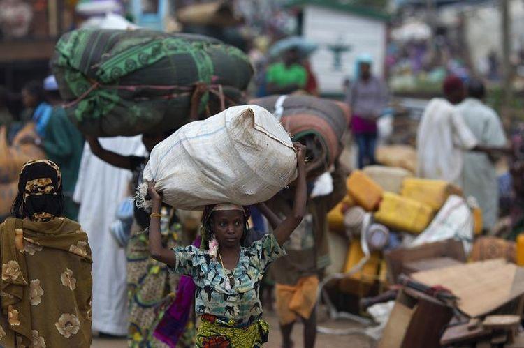 Ce dimanche, un millier de musulmans fuient Bangui. (Photo Siegfried Modola. Reuters)