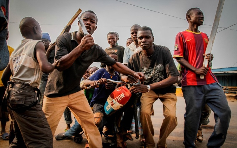 Des miliciens Anti-Balles AK. Crédit photo : Sources