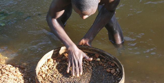 exploitation artisanale du diamant. Crédit photo : Sources