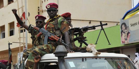 Des soldats de la Séléka, à Bangui, le 30 mars. Crédit photo : Sources