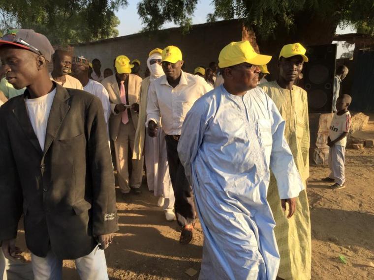Abderaman Koulamallah entouré des militants de son parti. Crédit photo //