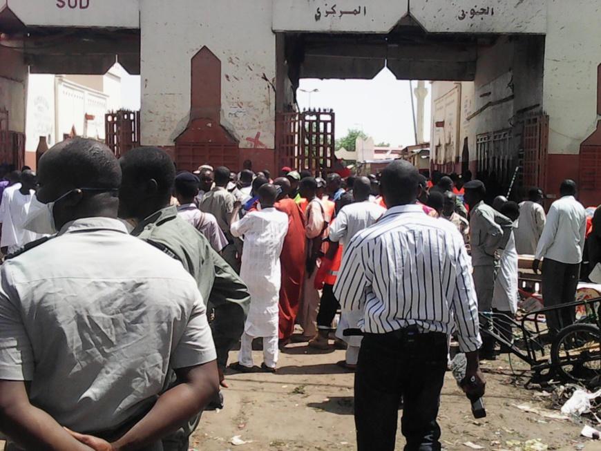 Le grand marché de N'Djamena après l'explosion d'un kamikaze à l'entrée de la porte sud. Alwihda Info/D.W.W.