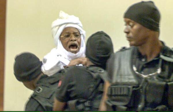 Hissein Habré aujourd'hui lors de l'ouverture de son procès à Dakar. Crédit photo : Sources