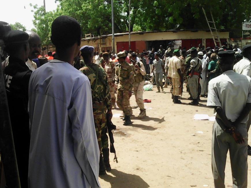 Les forces de l'ordre sur les lieux de l'attentat kamikaze du 11 juillet dernier, à la porte sud du marché central de N'Djamena. Alwihda Info/D.W.W.