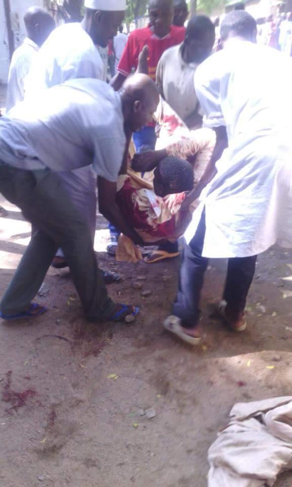 Les premiers secours aux victimes des attentats de Maroua, au Cameroun. Crédit photo : Sources