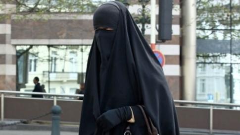 Une femme portant le niqab à Bruxelles (AFP)