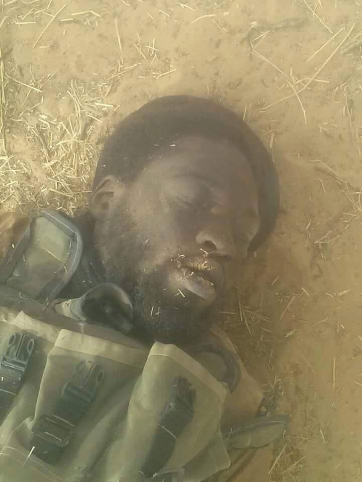 Une photo d'un combattant de Boko Haram qui ressemble à leur leader, Abubakar Shekau. Crédits: Sources