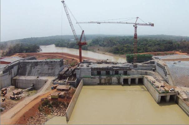 Une vue du barrage de Lom Pangar.